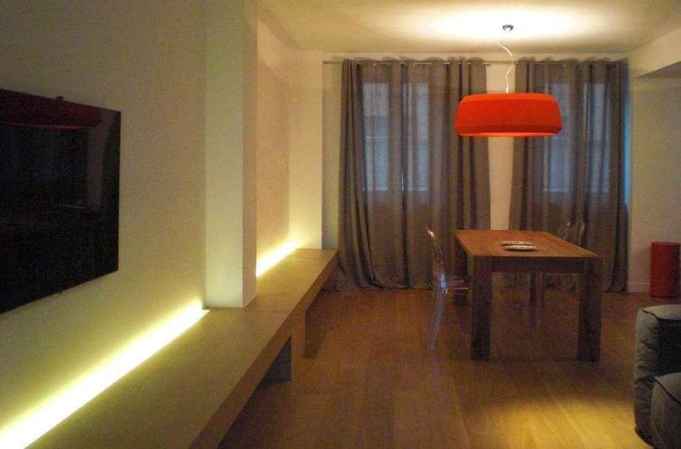 Sala da pranzo - Soggiorno: Soggiorno in stile in stile Moderno di Studio di architettura arch. Alberto Catraro