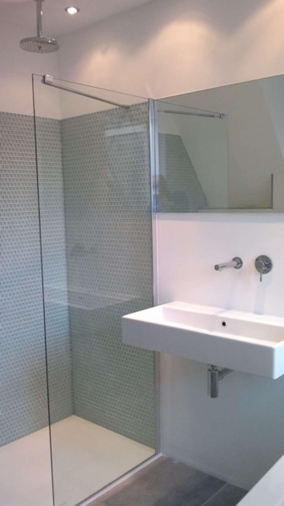 gastenbadkamer Groningen 1: moderne Badkamer door Badexclusief