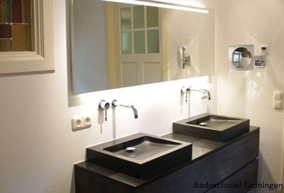 Gastenbadkamer in Harens landhuis.: landelijke Badkamer door Badexclusief