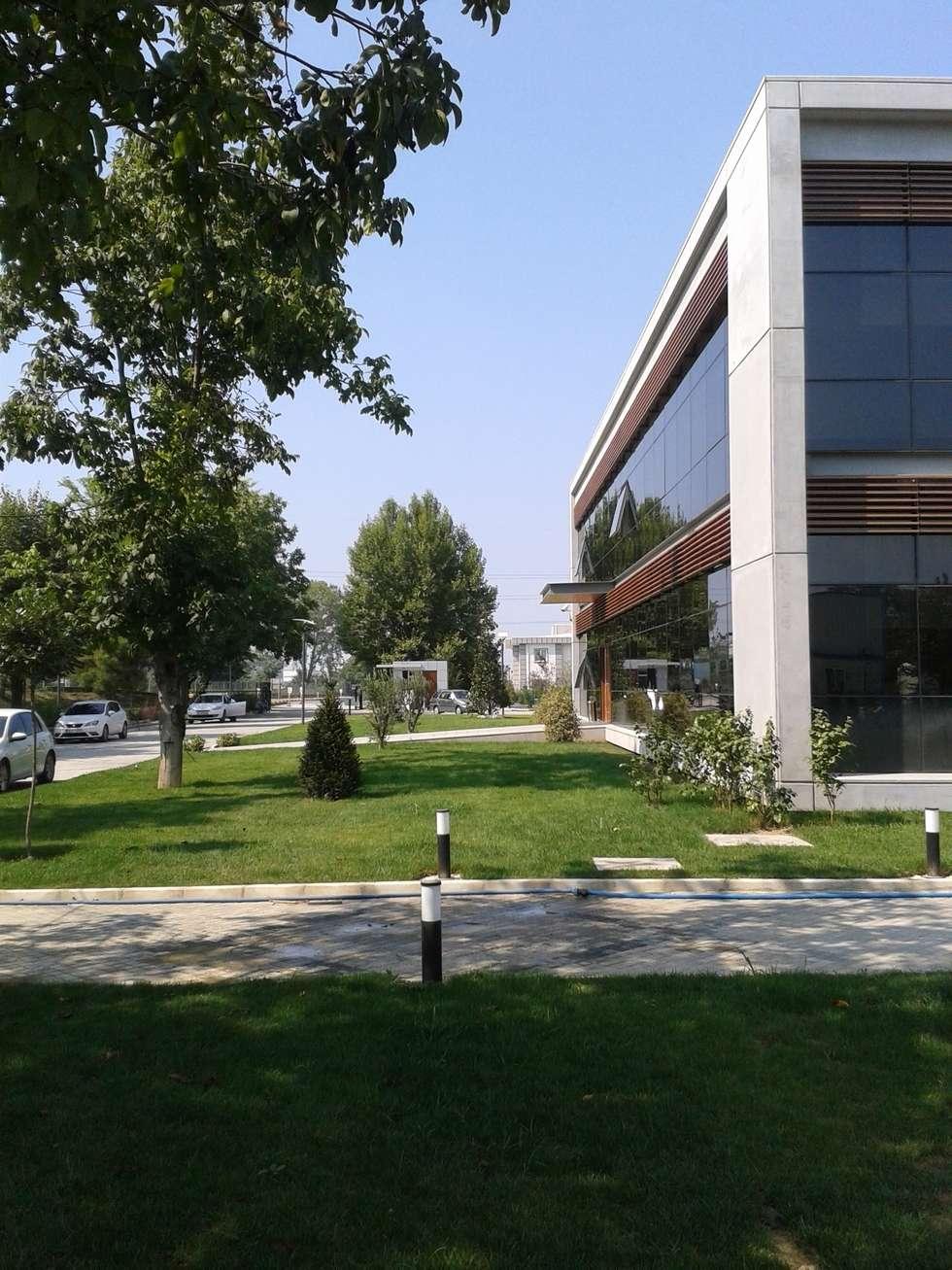 Çisem Peyzaj Tasarım – Sakarya 1.Organize Sanayi Bölgesi Müdürlük Binası Bahçesi Peyzaj Alanı:  tarz Etkinlik merkezleri