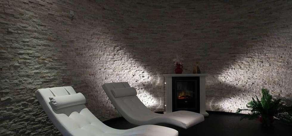 Natuursteenstrips in villa: moderne Spa door Xcel Stones