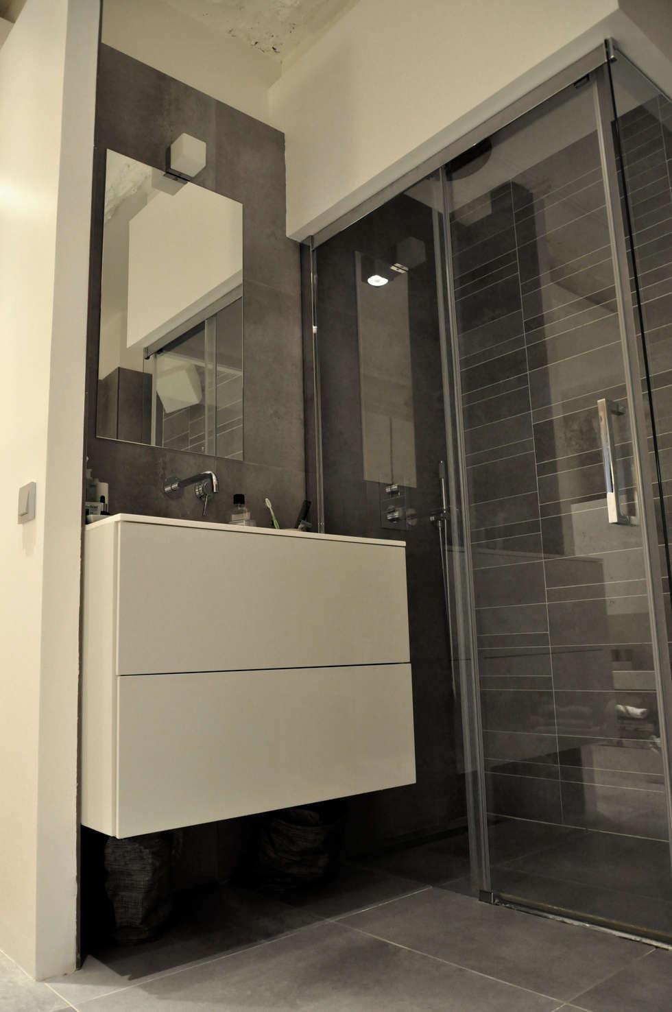 salle de bain: Salle de bains de style  par officine TNT Architecture