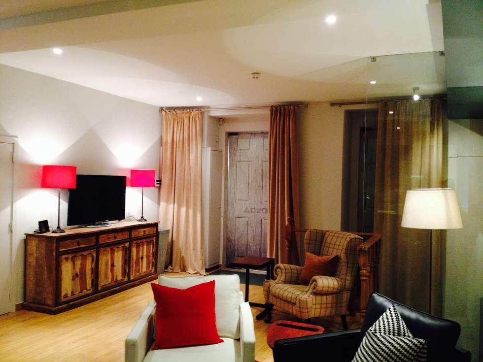 1ª Sala e Jogo: Salas de estar modernas por Stoc Casa Interiores