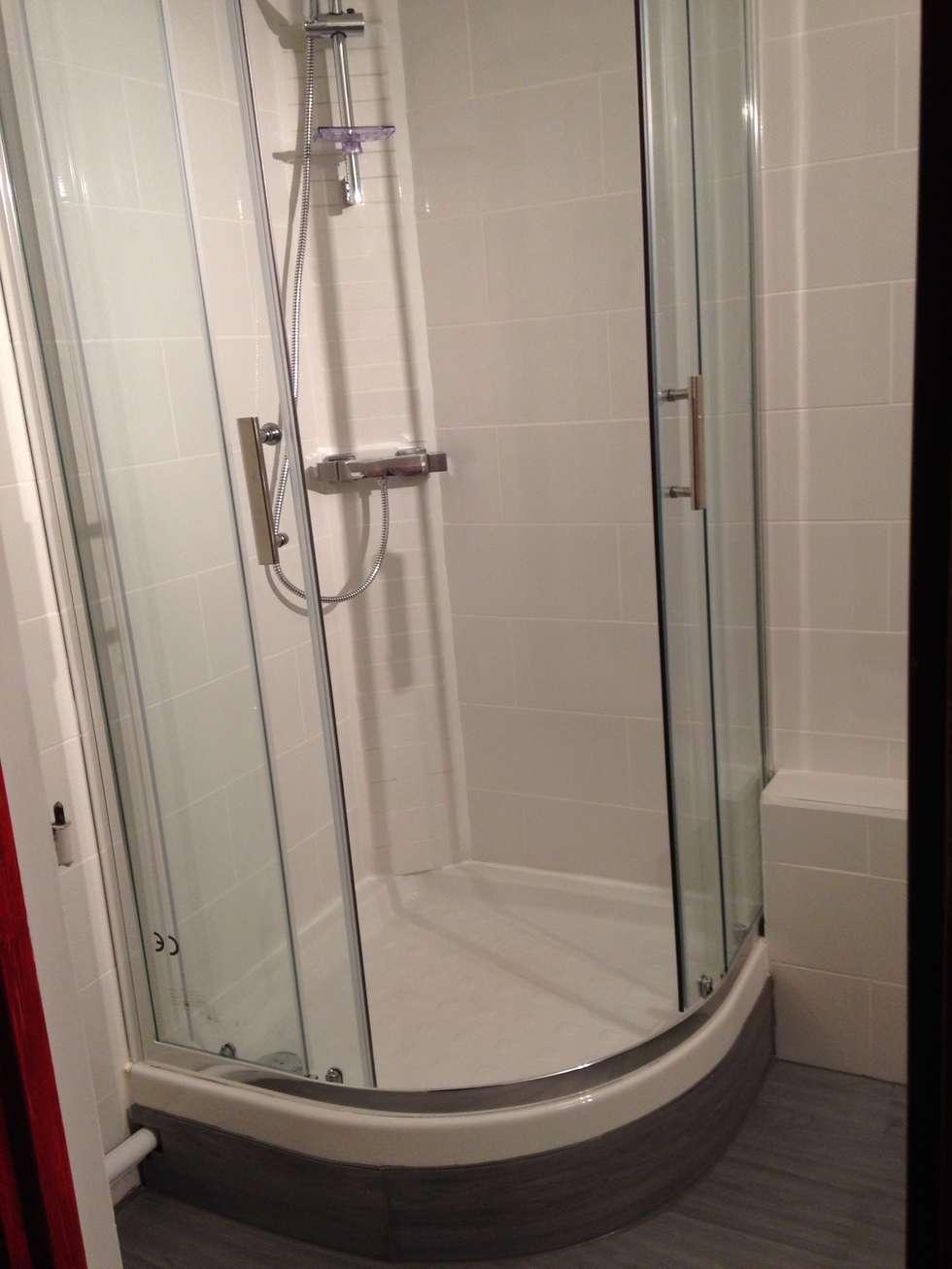 cabine de douche: Salle de bains de style  par Em3w