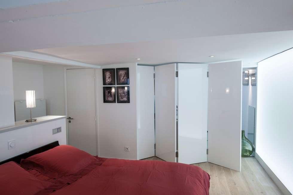 Porte pliante: Bureau de style de style Moderne par Fables de murs