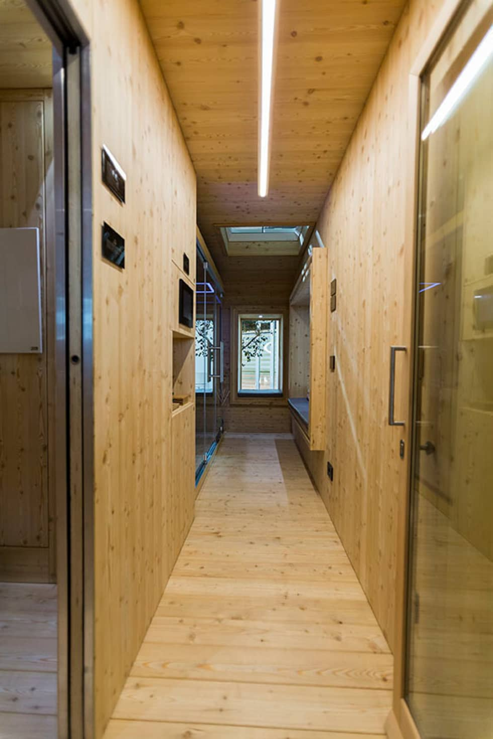 ORIGINAL WELLNESS TREEHOUSE: Spa in stile in stile Minimalista di the nest living