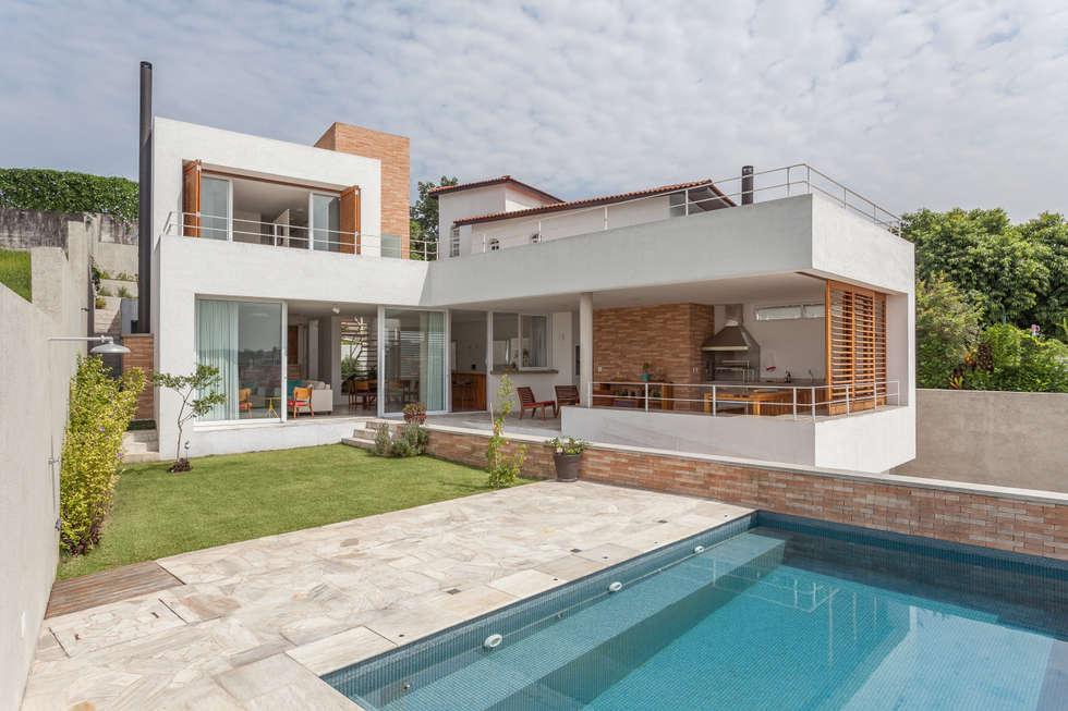 Residência Parque dos Príncipes: Piscinas modernas por Nautilo Arquitetura & Gerenciamento