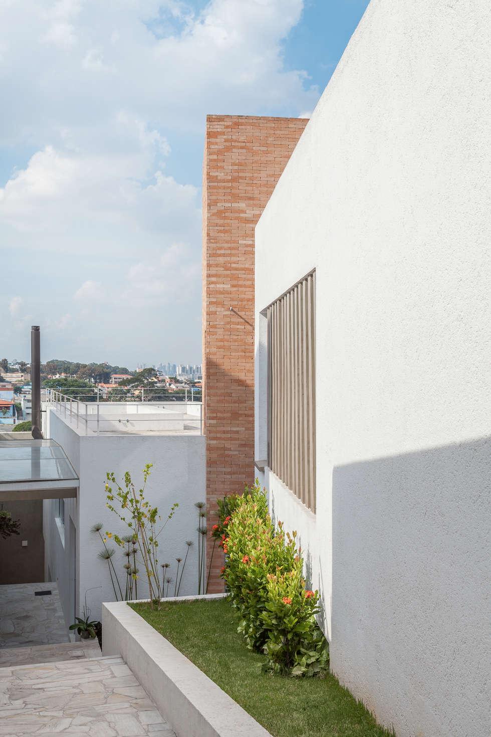 Residência Parque dos Príncipes: Jardins modernos por Nautilo Arquitetura & Gerenciamento
