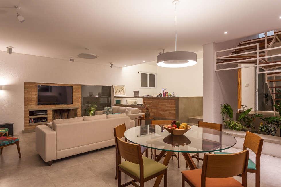 Residência Parque dos Príncipes: Salas de estar modernas por Nautilo Arquitetura & Gerenciamento