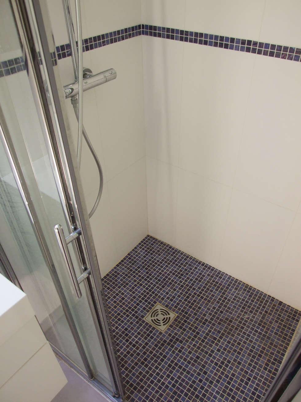 Aménagement de deux salles de bain: Salle de bains de style  par La Fable