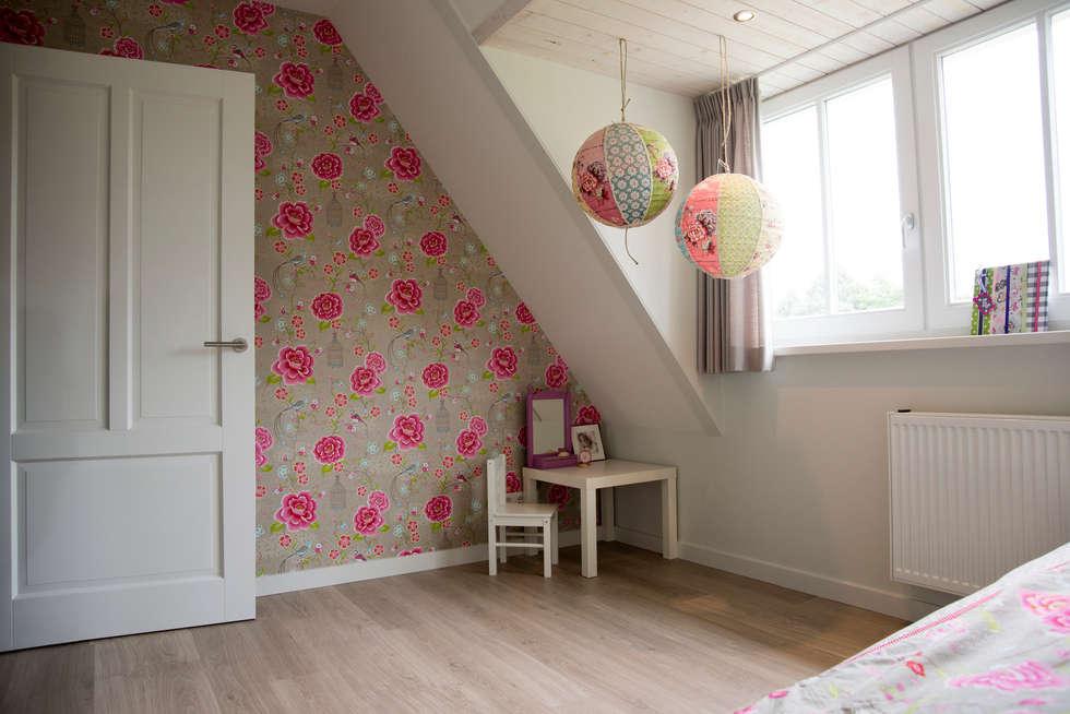 Meidenkamer: landelijke Kinderkamer door Hemels Wonen interieuradvies en ontwerp