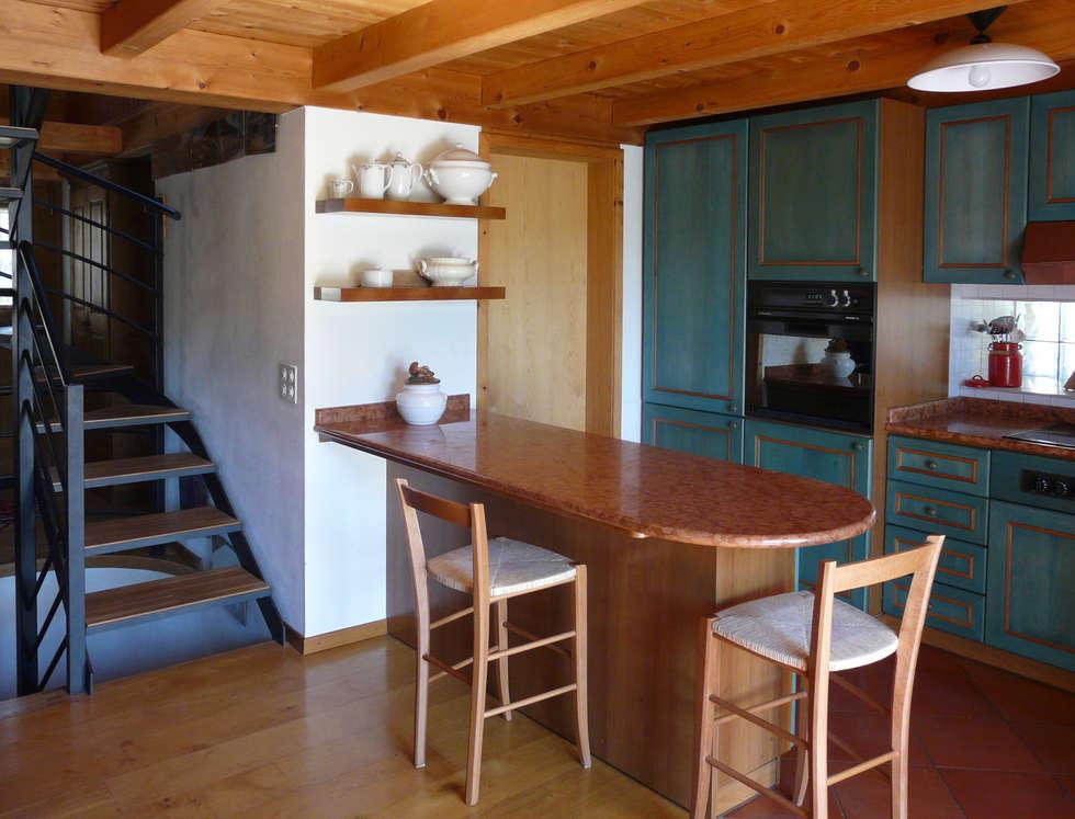 Cucina: Cucina in stile in stile Rustico di Interni d' Architettura
