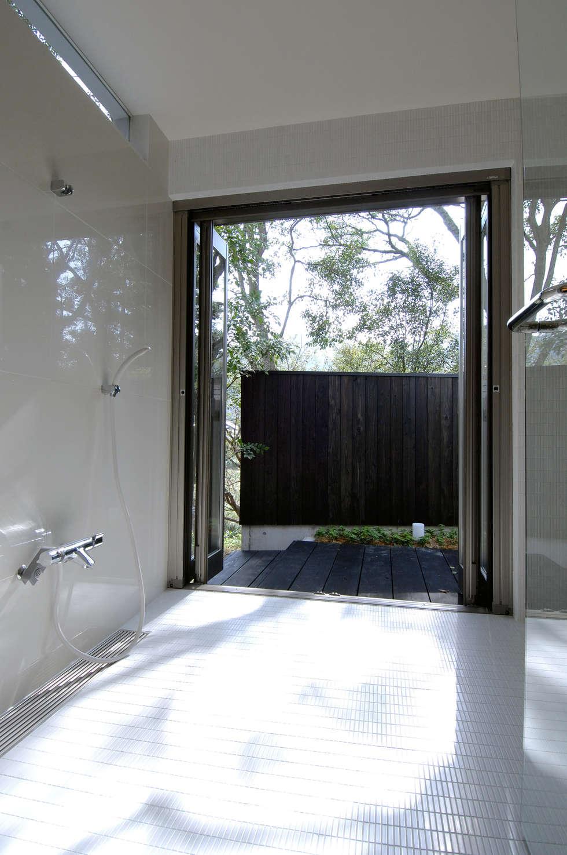 BOO-HOUSE(本郷の家): 株式会社ギミックが手掛けた浴室です。