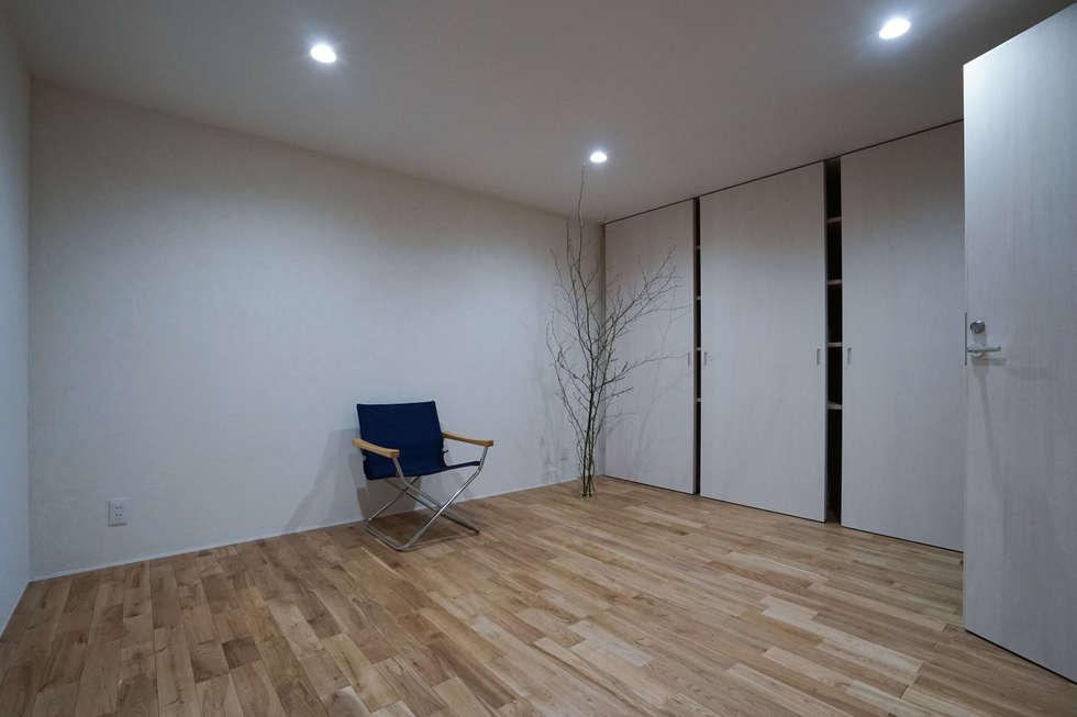 南常三島のいえ: CALL SPACE DESIGNが手掛けた和室です。