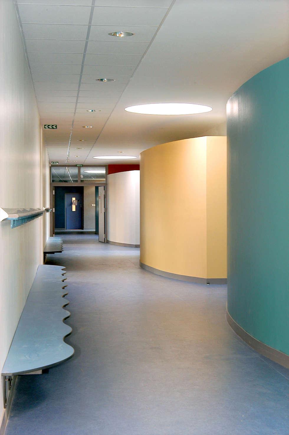 Groupe Scolaire Paul Bert: Ecoles de style  par ELIE CHAHINE ARCHITECTES