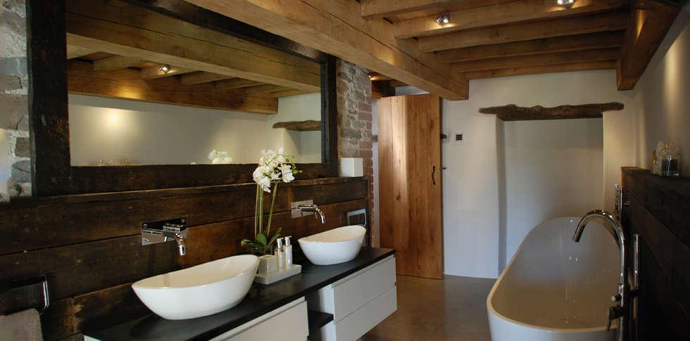 Maer Barn, Bude, Cornwall: modern Bathroom by The Bazeley Partnership