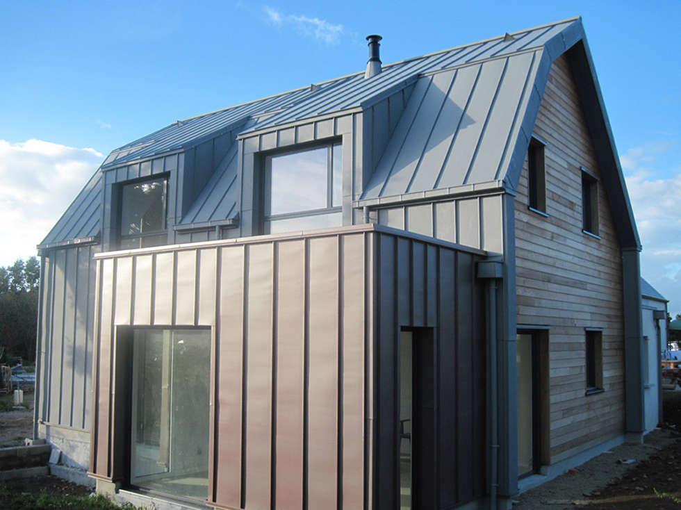Façade Sud s'ouvrant sur le jardin: Maisons de style de style Minimaliste par Atelier Y Architectes