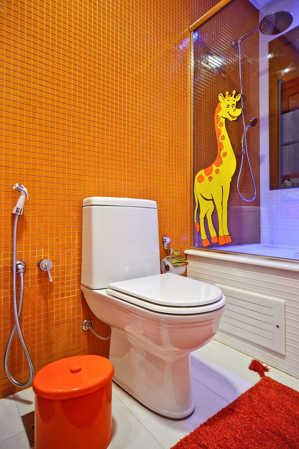 banheiro de menina: Banheiros modernos por arquiteta aclaene de mello