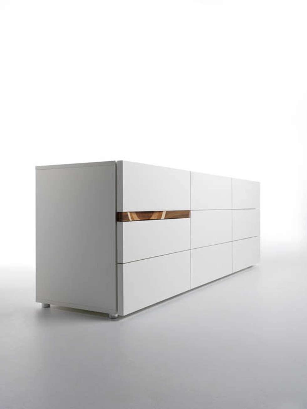 COMRI Kommode: moderne Schlafzimmer von HORM.IT