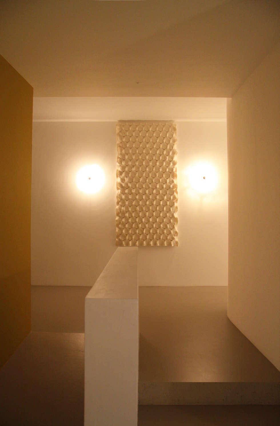 Wall tapestry to improve the acoustics:  Gezondheidscentra door Studio Petra Vonk
