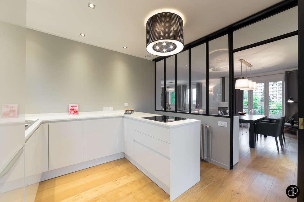 Maison 110m2 et Terrasse 40m2: Cuisine de style de style Moderne par Decoration Parisienne