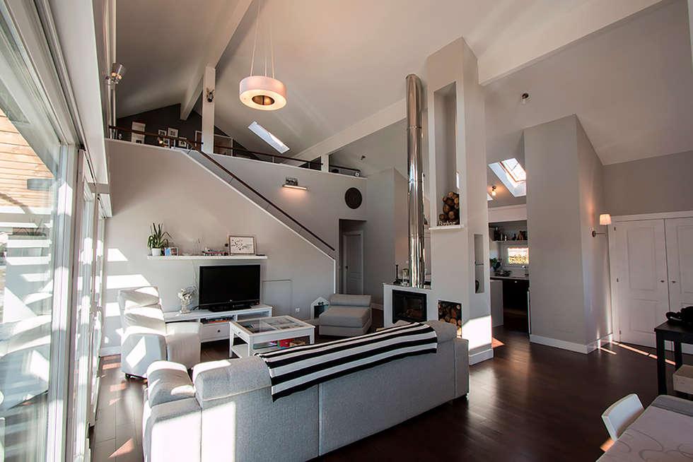 Fotos de decoraci n y dise o de interiores homify - Salon doble altura ...