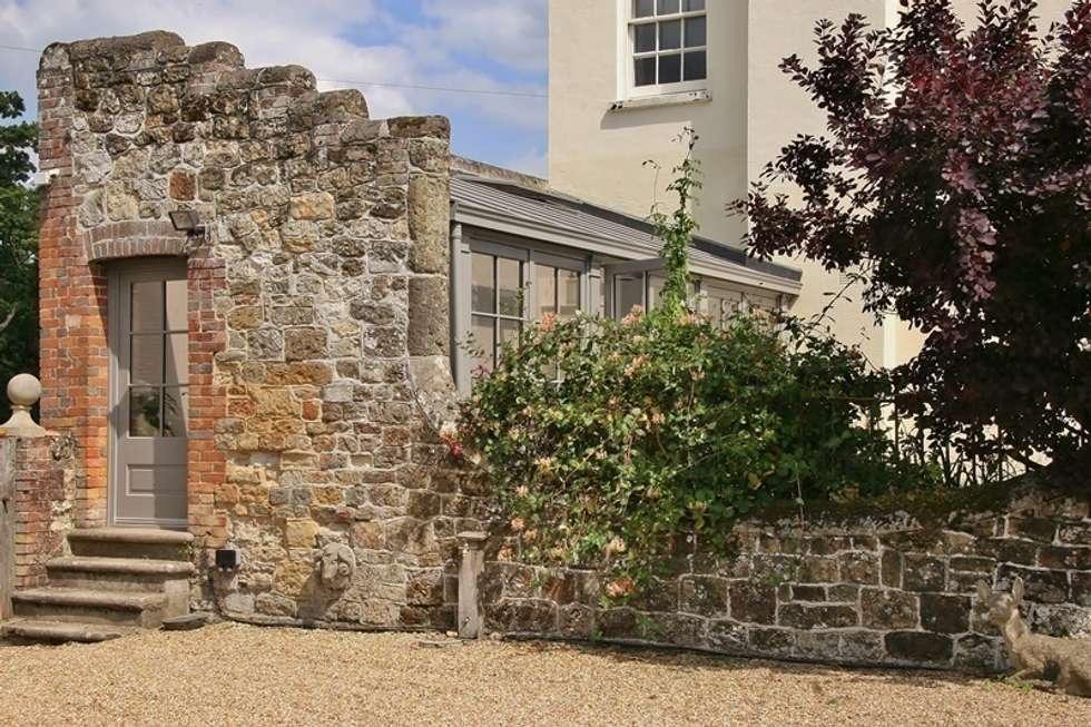 Jardines de invierno de estilo clásico por Hampton Windows