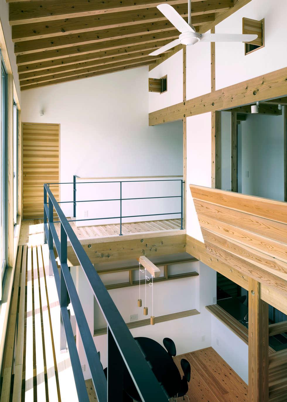 リビング・ダイニング2: 有島忠男設計工房が手掛けたリビングです。