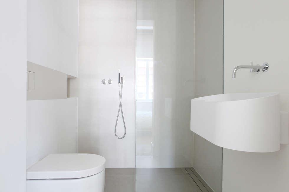 foto's van een minimalistische badkamer: kleine badkamer ensuite, Badkamer