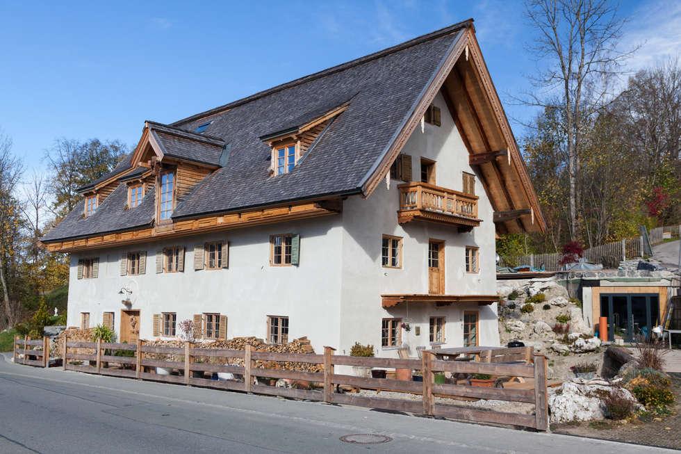 """Denkmalgeschützte historische Bäckerei """"altes Nigglhaus"""" Bj. 1564 in Fischbachau: landhausstil Häuser von betterhouse"""