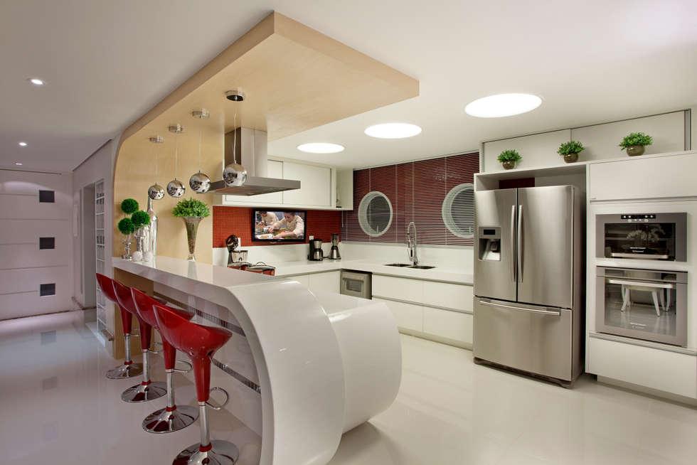 Cucina in stile in stile Moderno di Designer de Interiores e Paisagista Iara Kílaris