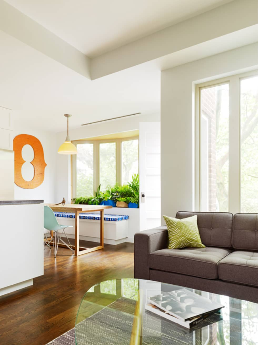 Sharon Street: modern Living room by General Assembly