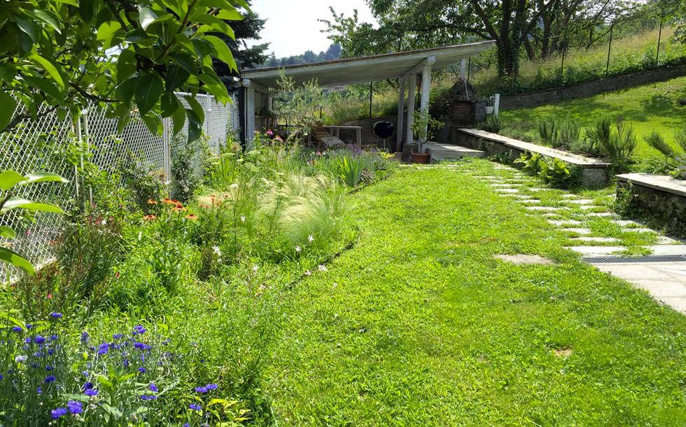 Bordo misto: Giardino in stile In stile Country di suingiardino