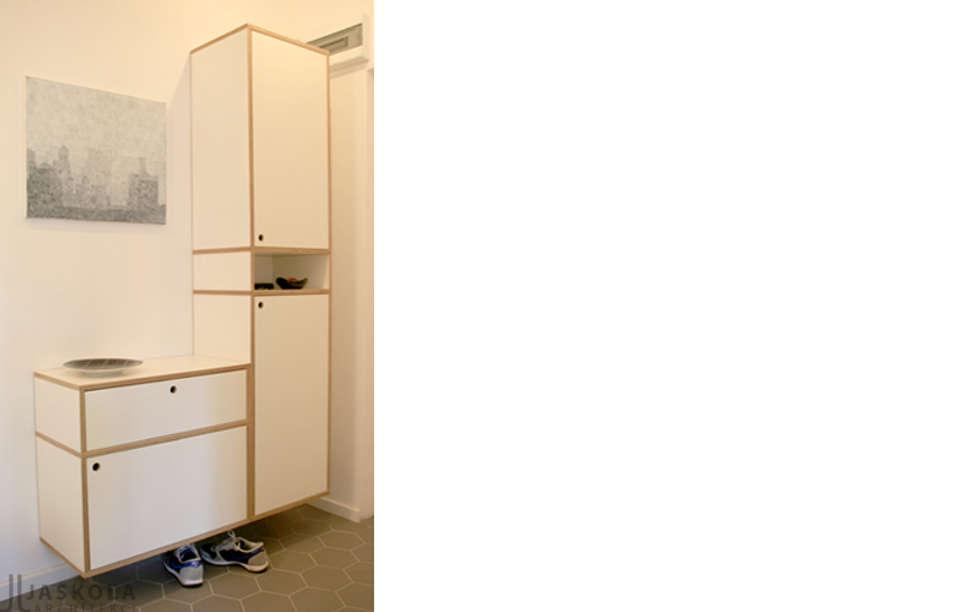 szafka ze sklejki : styl , w kategorii Korytarz, przedpokój zaprojektowany przez JJJASKOLA ARCHITEKCI
