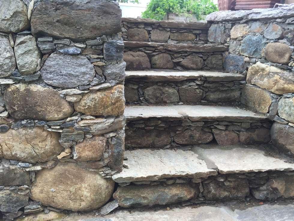 Scale e muretti in pietra giardino in stile in stile - Muretti in pietra giardino ...