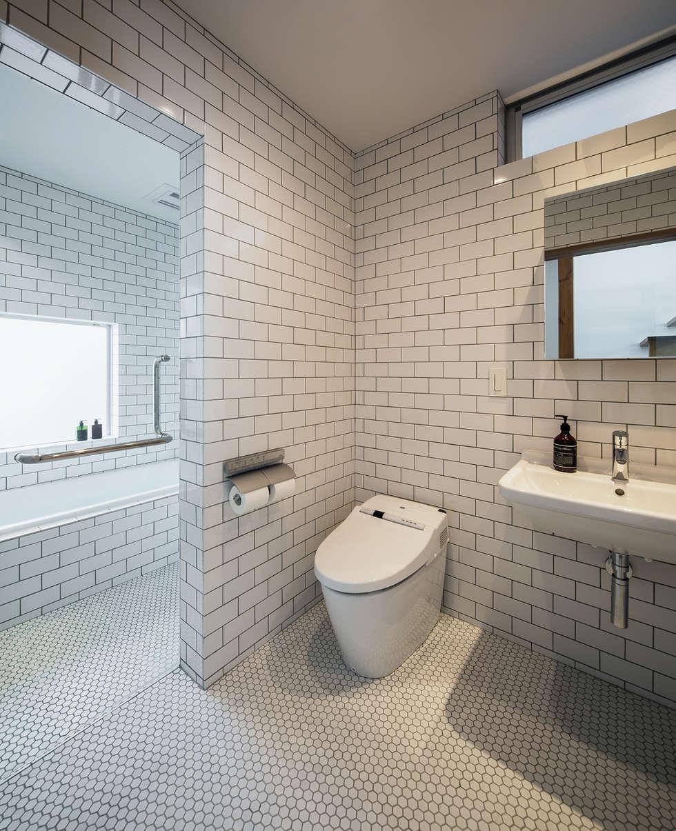 クレバスハウス バスルーム: 株式会社seki.designが手掛けた浴室です。