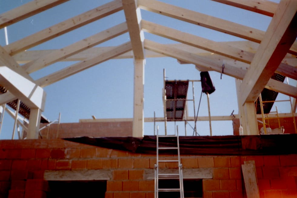 Estructura cubierta en madera laminada de abeto casas de - Estructura madera laminada ...