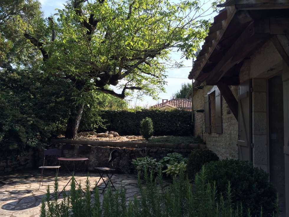 calme et sérénité: Jardin de style de stile Rural par INSIDE-DECO-TENDANCE