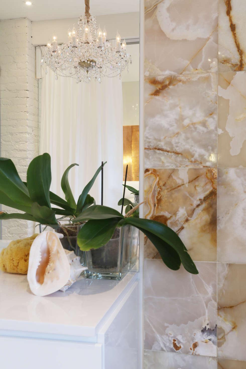 Рисунок природного камня.: Ванные комнаты в . Автор – Double Room