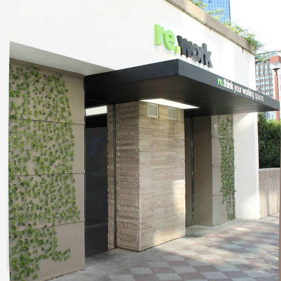 ingresso principale: Ingresso & Corridoio in stile  di LUCIA ESPOSITO ARCHITETTO