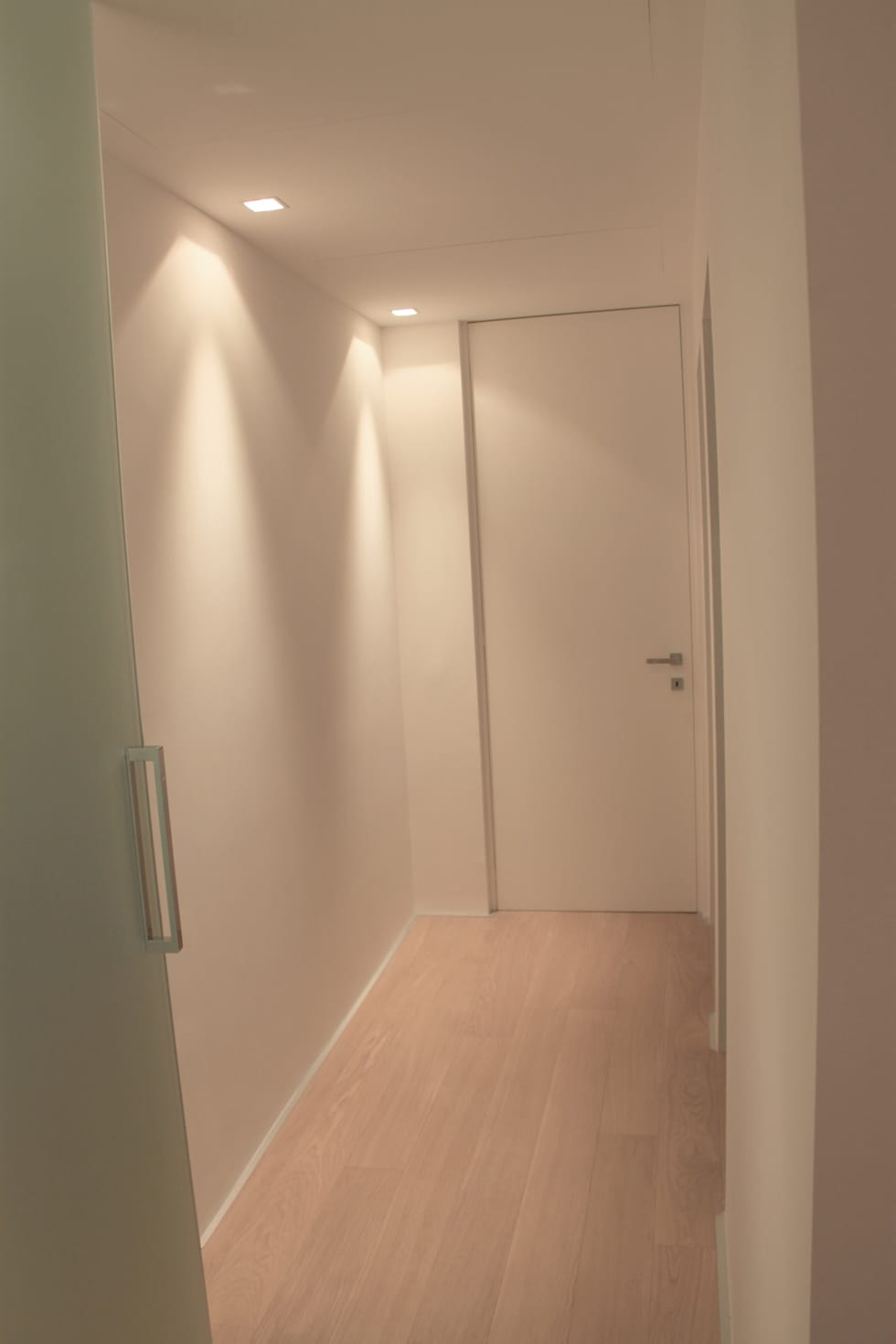 Spazi di servizio: Ingresso & Corridoio in stile  di Davide Ceron Architetto
