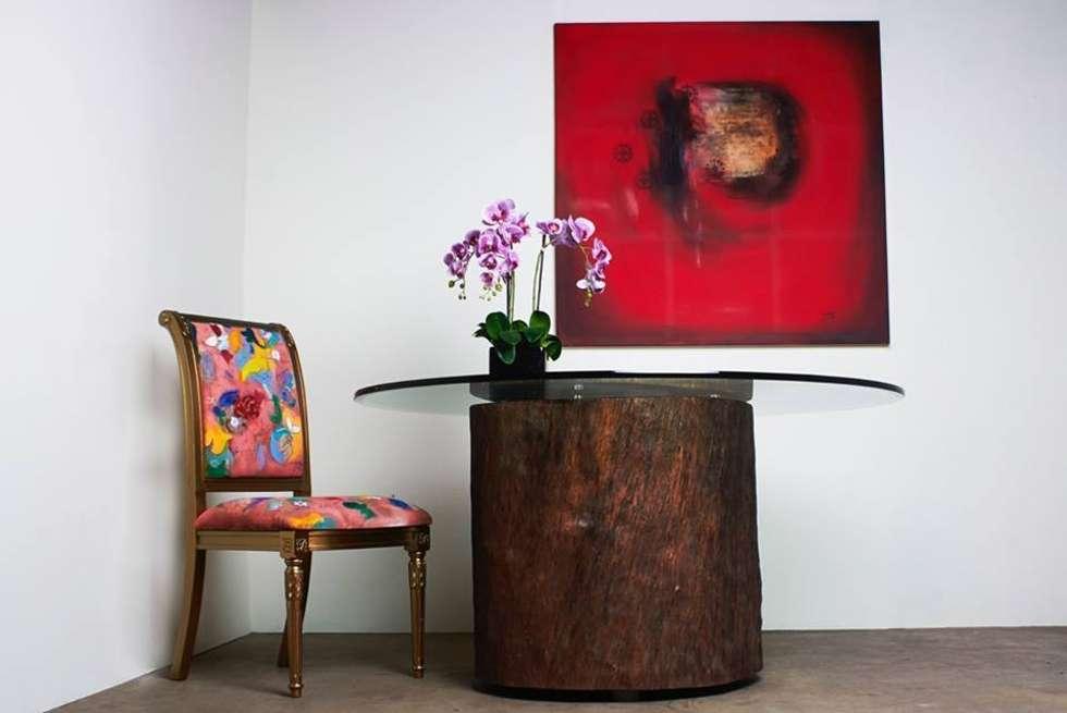 Mesa de tronco: Salas de jantar rústicas por Boulle