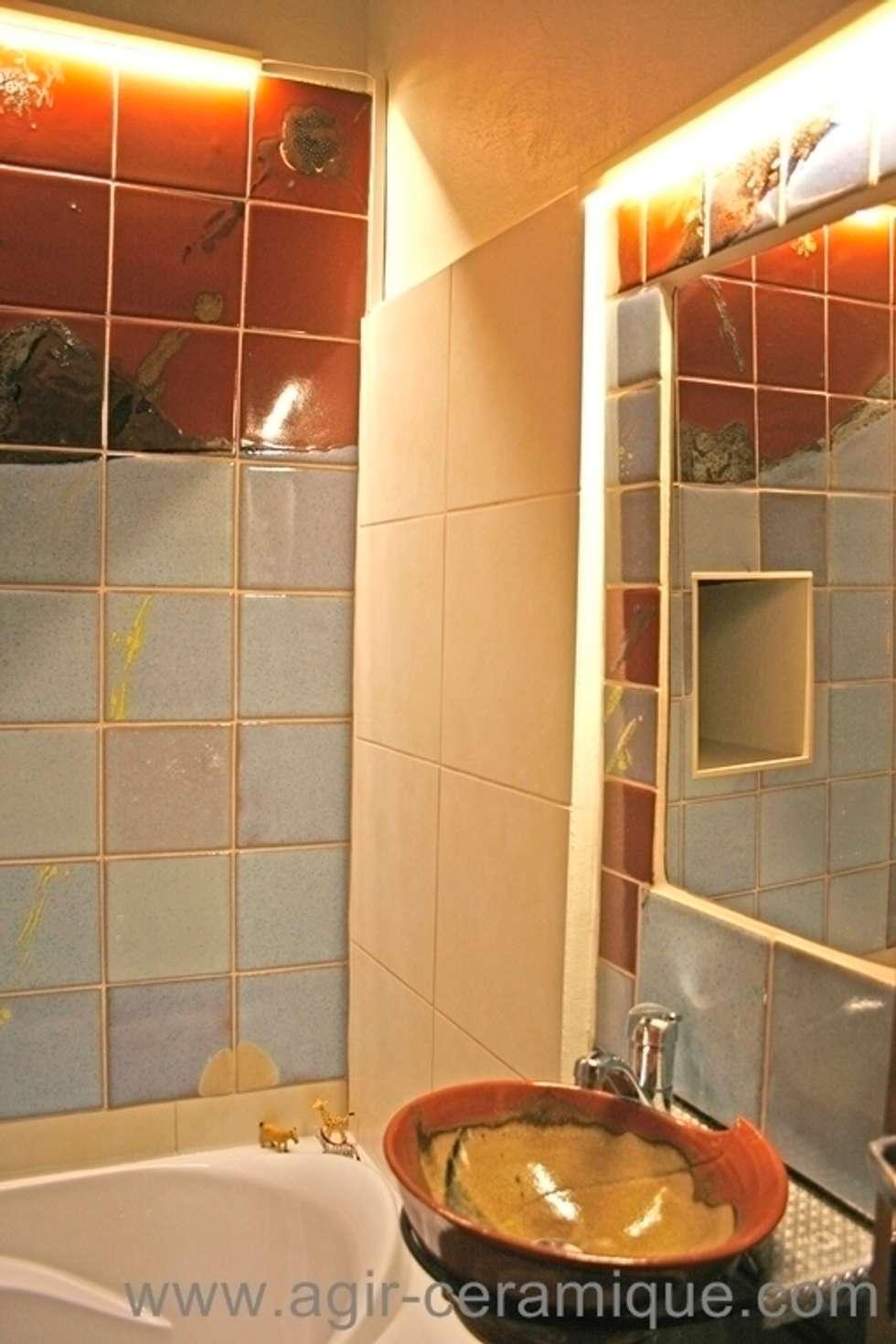 carrelage et lavabo salle de bains : Salle de bains de style  par AGIR Céramique