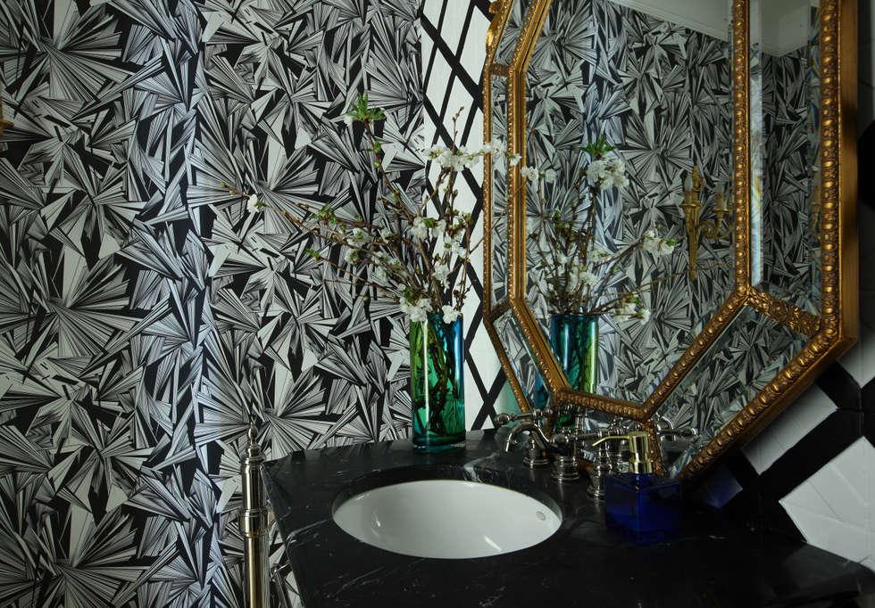 Загородный дом, Новая Рига: Ванные комнаты в . Автор – Roberts Design