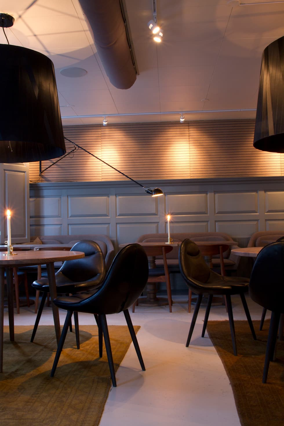 Meike: moderne Eetkamer door Label | van den Berg