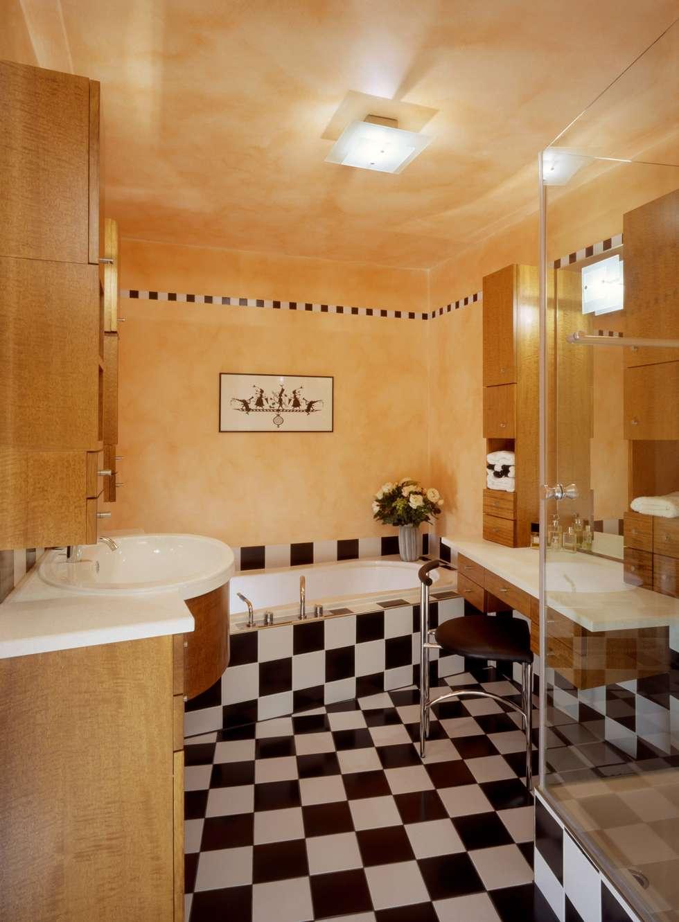 Wohnung Im Olympiadorf, München: Moderne Badezimmer Von PLANUNG RAUM DESIGN  Anne Batisweiler