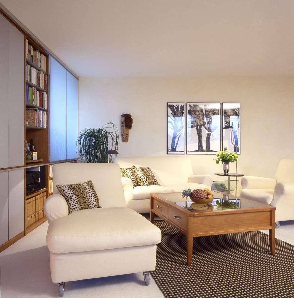 Wohnung Im Olympiadorf, München: Moderne Wohnzimmer Von PLANUNG RAUM DESIGN  Anne Batisweiler
