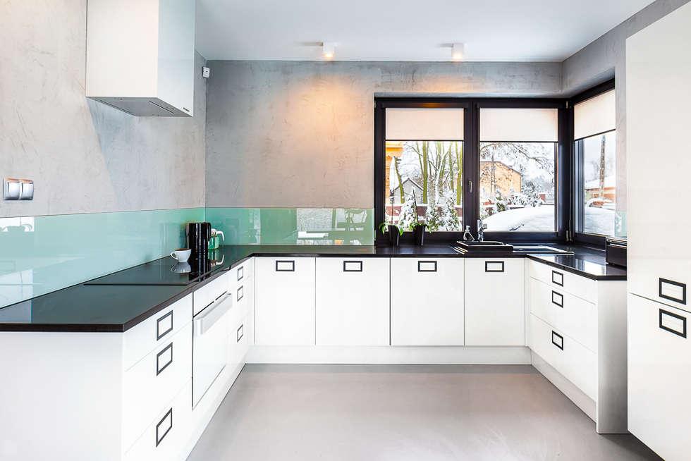 Dom z miętą: styl , w kategorii Kuchnia zaprojektowany przez COCO Pracownia projektowania wnętrz