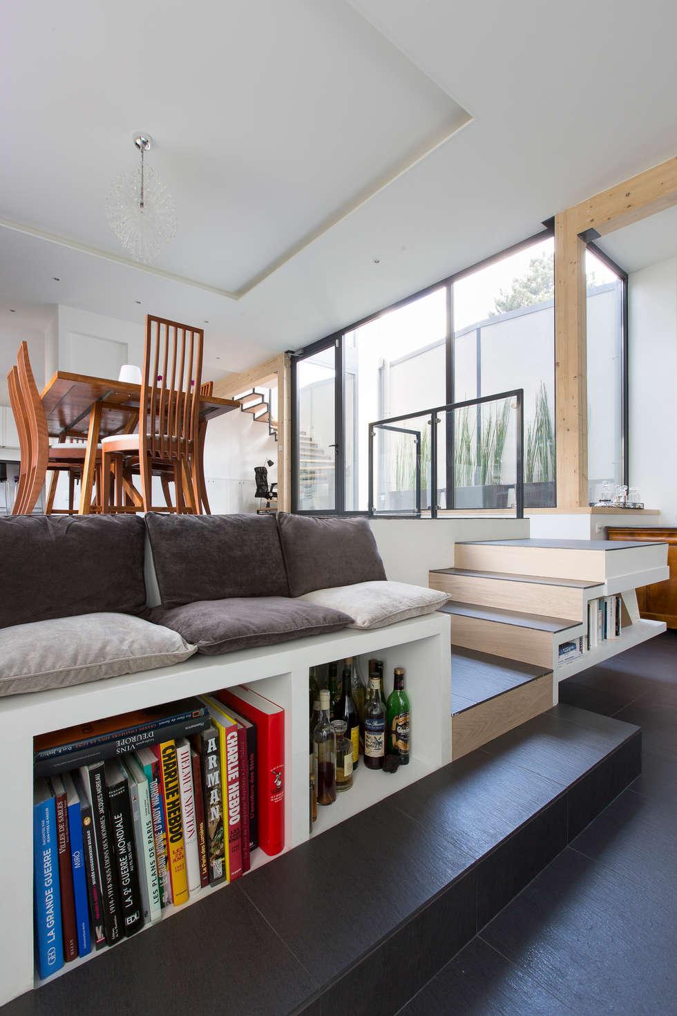 Vestíbulos, pasillos y escaleras de estilo  de agence MGA architecte DPLG