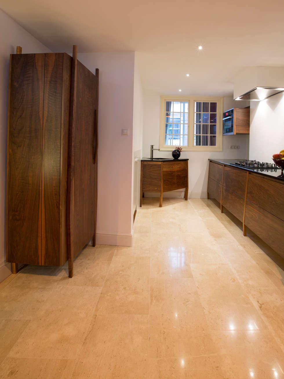 ingebouwde keuken interieur op maat (foto Marco Flanderijn): moderne Keuken door fridavanderpoel/atelier de bank